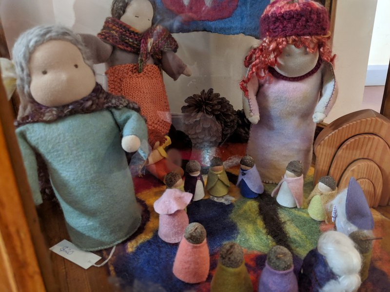 Standing dolls and gnomes