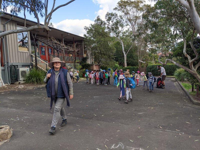 Big Kindergarten begin bushwalking