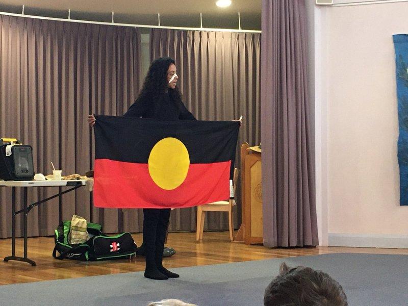 First Nations performer Gwenda visits Castlecrag